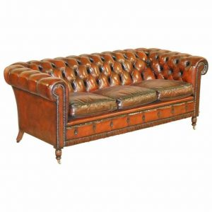 RESTORED VINTAGE OXBLOOD BORDEAUX LEATHER CHESTERFIELD CLUB SOFA ON TURNED LEGS